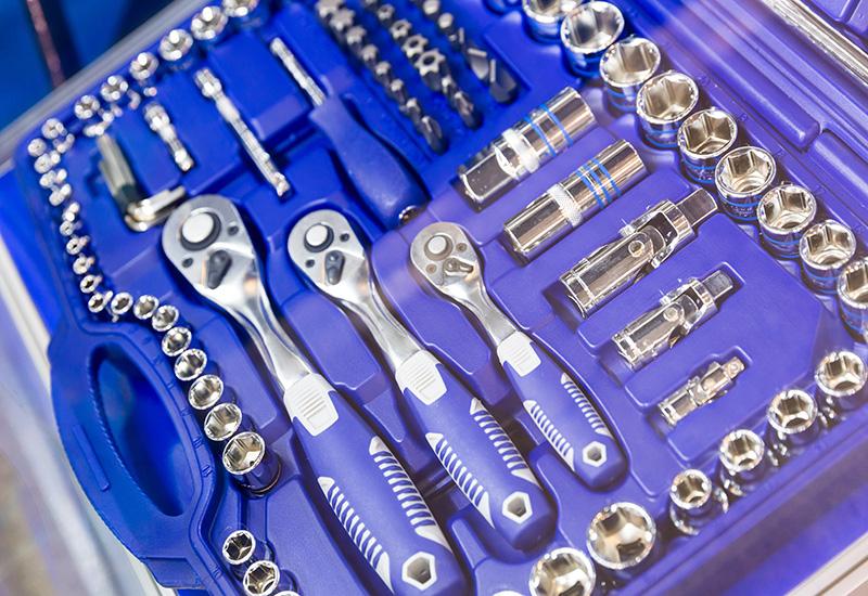 Caja de herramientas profesional, cabezales y trinquetes primer plano