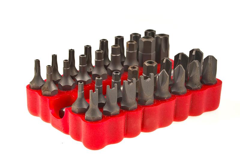 Kit puntas en caja de goma roja.